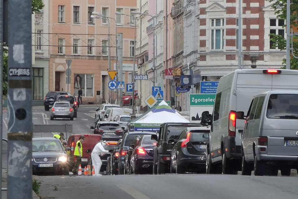 Grenzkontrollen sorgten schon in der Nacht vor Himmelfahrt für einen kilometerlangen Rückstau in und um Görlitz.