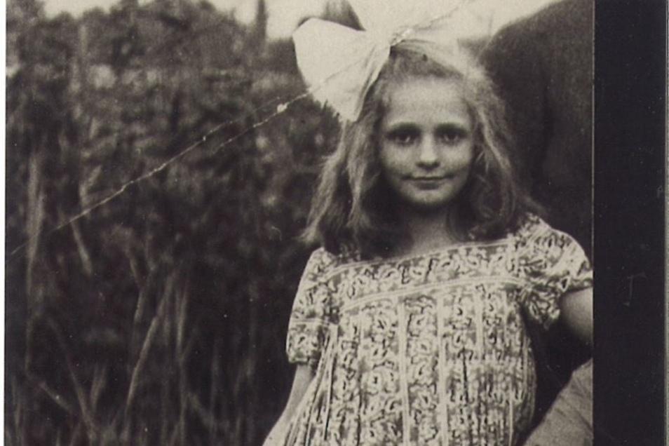 Herta Probst im Alter von 12 Jahren. Sie wurde in der Frauenkirche konfirmiert.