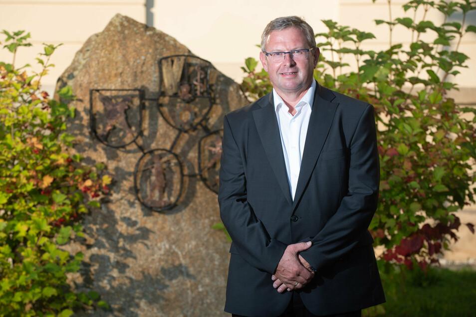 Der Kandidat der AfD, Detlef Oelsner (parteilos), ist 53 Jahre alt. Er ist verwitwet und hat drei Kinder. Der gelernte Tischler ist momentan als Bauleiter tätig.