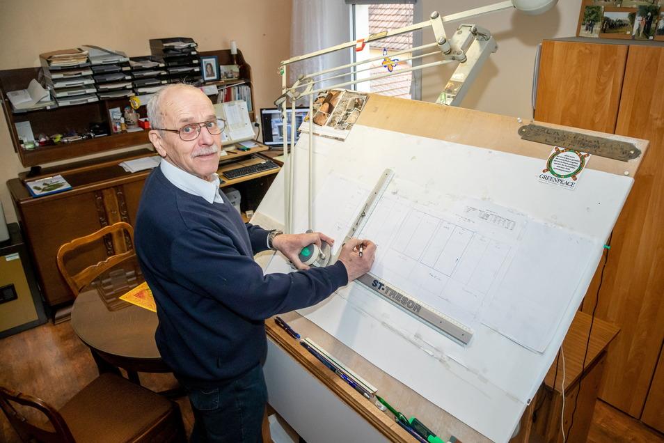 Jürgen Starovsky plant seit fast 30 Jahren Tresore. Die Einzelstücke konstruiert er noch analog am Reissbrett.