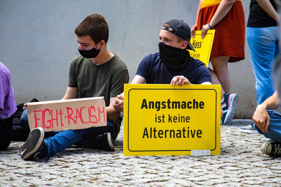 Demoteilnehmer beziehen deutlich Position: Rassismus und Angstmache lehnen sie ab.