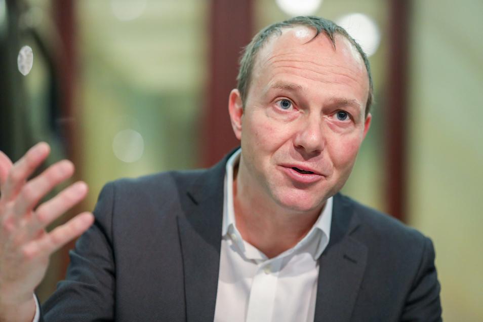 Sachsens Umweltminister Wolfram Günther (Grüne) macht der Mangel an Wasser zu schaffen.