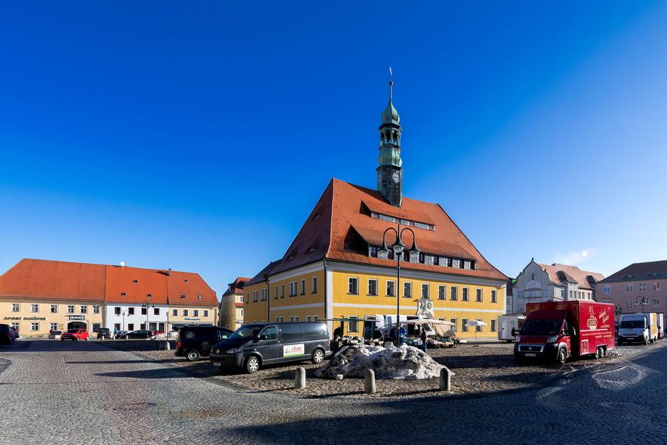 Markttag in Neustadt. Zu so früher Stunde ist noch nicht viel los. Eigentlich ein Bild wie immer, zu wenig Menschen. Das soll sich ändern.