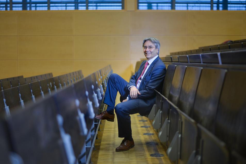 Hans Müller-Steinhagen ist seit fast zehn Jahren Rektor der TU Dresden. Nun stellt er die gesamte Uni auf Notbetrieb.