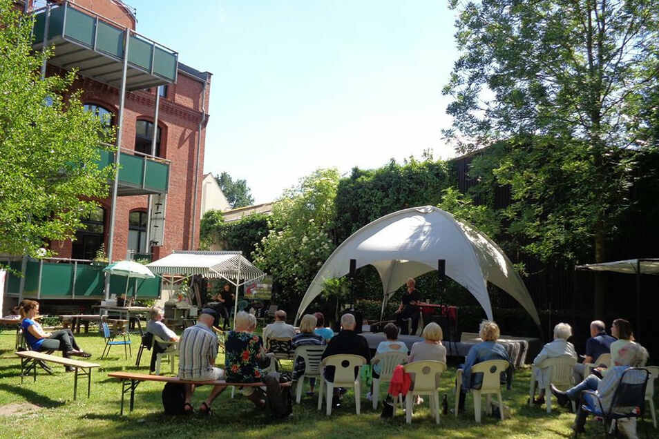 Zumindest im Triebischtal wird es am Sonnaend, 14 Uhr bis 20 Uhr, ein abgespecktes Literaturfest auf der Lesebühne des Vereins Juev geben.