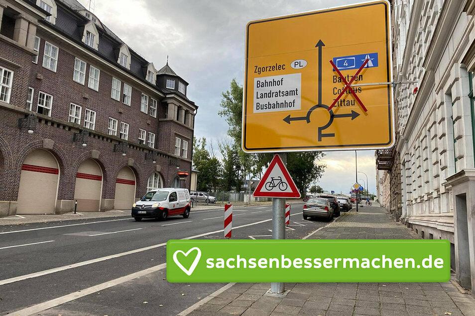"""So sah es auf der Krölstraße aus. Der Stein des Anstoßes: Das Verkehrsschild """"Vorsicht, Radfahrer kreuzen die Straße""""."""