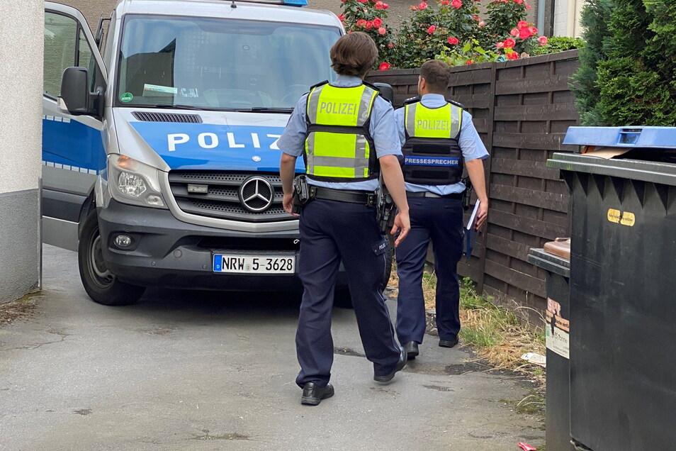 Bei einer Clan-Razzia im Ruhrgebiet haben Einsatzkräfte am frühen Donnerstagmorgen 21 Objekte in Dortmund und angrenzenden Städten durchsucht.