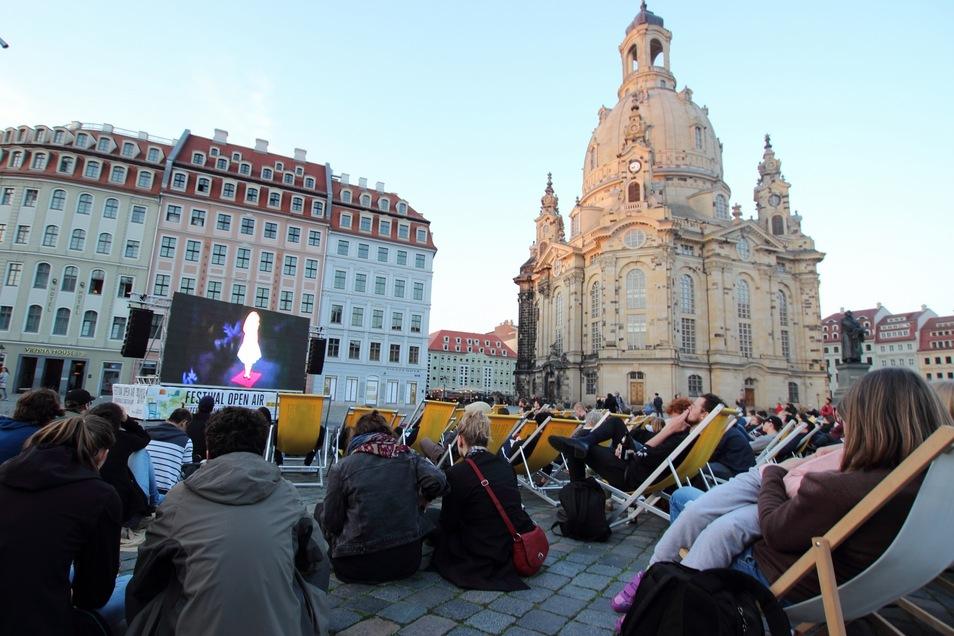 Das diesjährige Open-Air-Programm des Filmfests Dresden startet auf dem Neumarkt.
