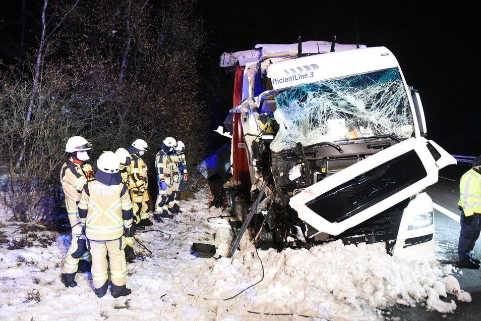 Die Feuerwehr Nossen musste zweimal am Abend auf die A4 ausrücken.