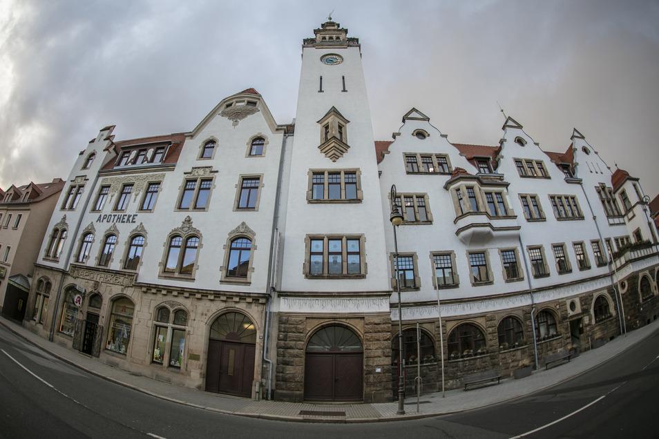 Das Rathaus Freital-Potschappel schließt die Türen, bleibt aber erreichbar.