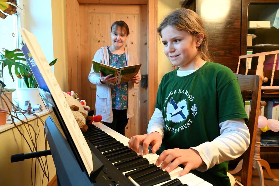 Linus Morgenroth wird von Constanze Glaser unterrichtet. Das ist nun wieder in Musikschulen möglich.