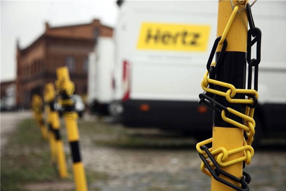 Die Front des Areals besetzt die Flotte der Autovermietung Hertz. Stefan Becker