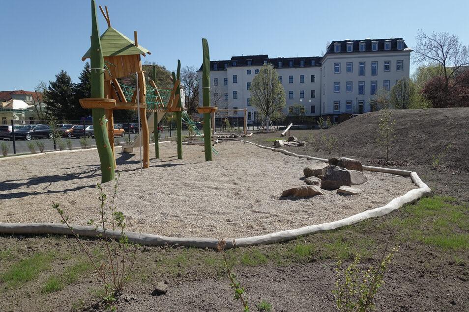 Der neue Pausenhof der Kunzemannschule ist fertig. Nur das Gras muss noch wachsen.