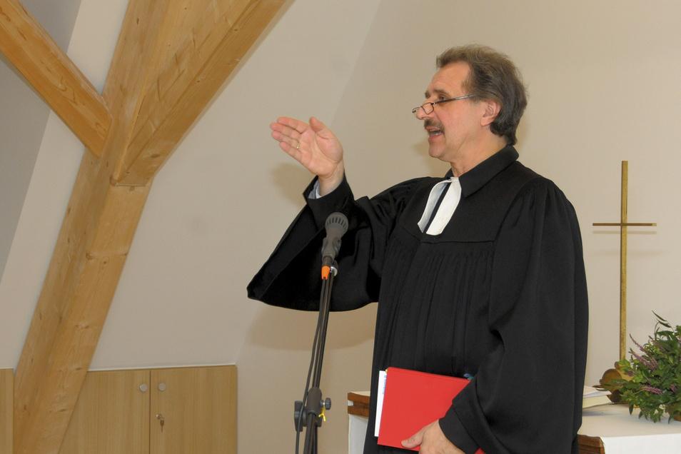 Superintendent Andreas Beuchel ist in Großenhain sehr bekannt - hier bei der Einweihung des neuen Gemeindezentrums in den ehemaligen Predigerhäusern.