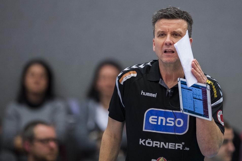 Alexander Waibl ist verärgert über die Bundesliga-Terminansetzer. Der 51-Jährige wird wohl die DSC-Nationalspielerinnen am Mittwoch in Potsdam schonen.