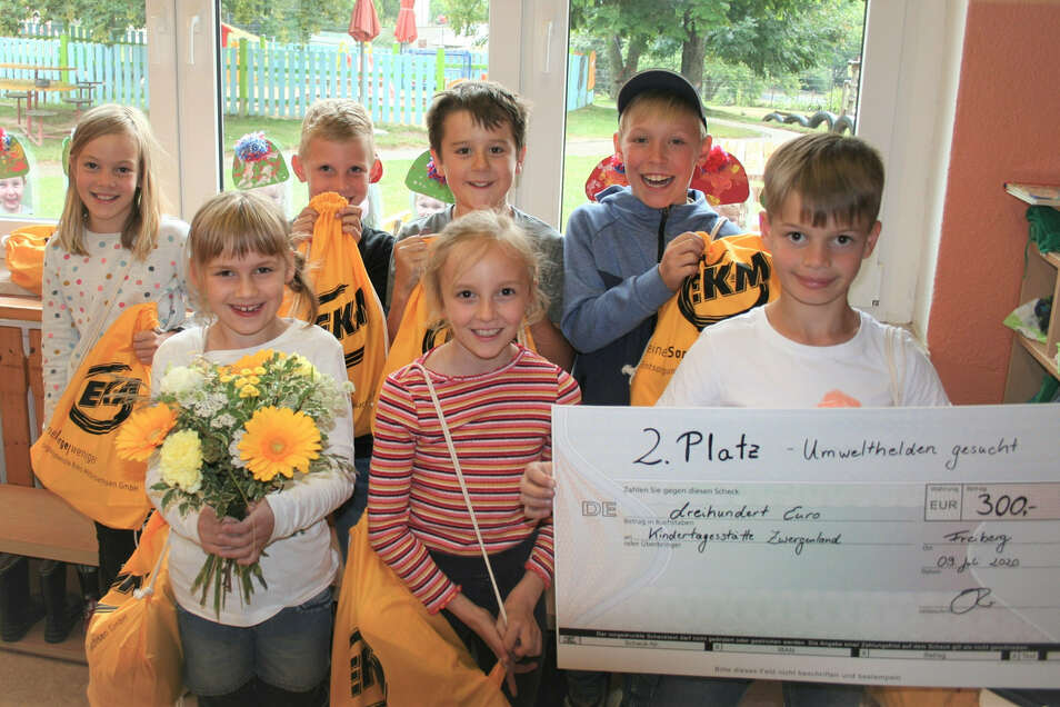 """Das Team der Kita Zwergenland in Lüttewitz erreichte beim Wettbewerb der EKM """"Umwelthelden gesucht"""" den zweiten Platz."""