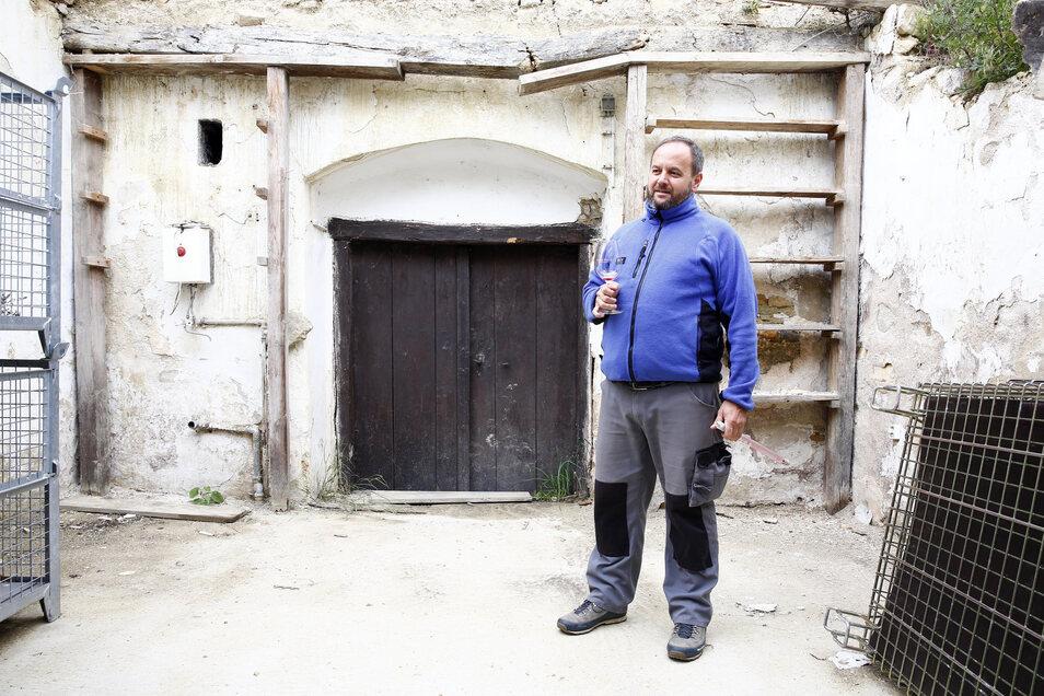 Sein Weingut ist das erste vegane in Ungarn.