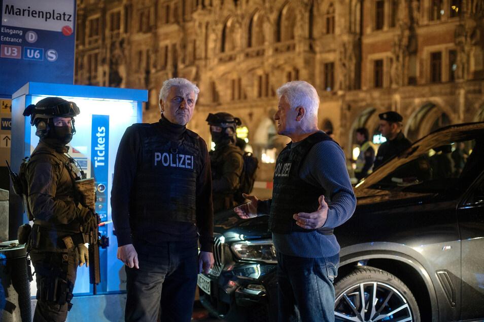 Ist die Gefahr eines Anschlags gebannt oder nicht? Die Kommissare Franz Leitmayr (Udo Wachtveitl, Mitte) und Ivo Batic (Miroslav Nemec, r.) sind sich nicht sicher.