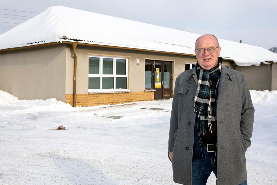 Für Cunewaldes Bürgermeister Thomas Martolock ist der Umzug der Poststation in Weigsdorf-Köblitz ein Glücksfall. Für die leer werdende Immobilie kann die Gemeinde große Pläne.