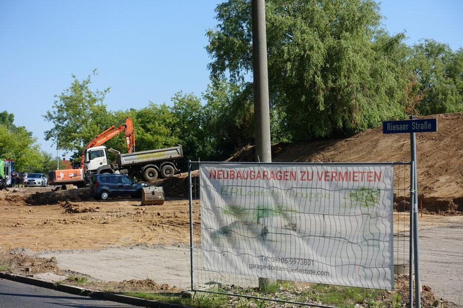 An der Riesaer Straße lässt eine Firma aus Bayern den ehemaligen Parkplatz der TAG Wohnen erweitern und Fertigteilgaragen aufstellen. Beim Fällen der Bäume gab es Ärger.