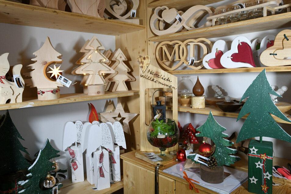 In Offermanns Werkstatt in Neueibau entsteht derzeit vorrangig Weihnachtsdeko.
