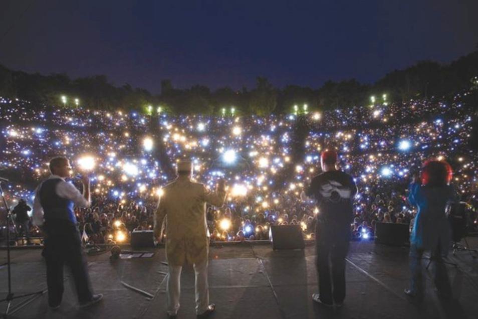 Ein außergewöhnliches Abenteuer: Freitag und Samstag gibt es ein Taschenlampekonzert auf der Freilichtbühne Junge Garde in Dresden.