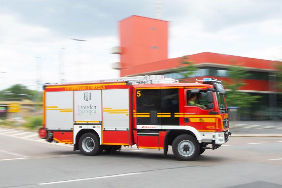 Die Dresdner Feuerwehr wurde am Donnerstag zu einem Einsatz nach Niedersedlitz gerufen.