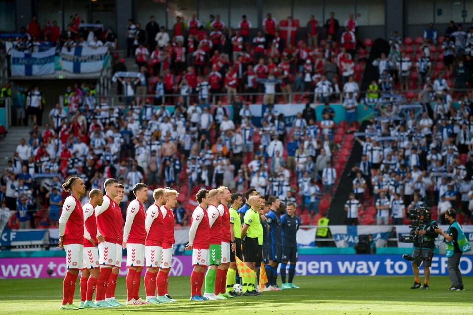 Das Spiel zwischen Dänemark und Finnland steht nach einem plötzlichen Zusammenbruch von Christian Eriksen vor dem Abbruch.
