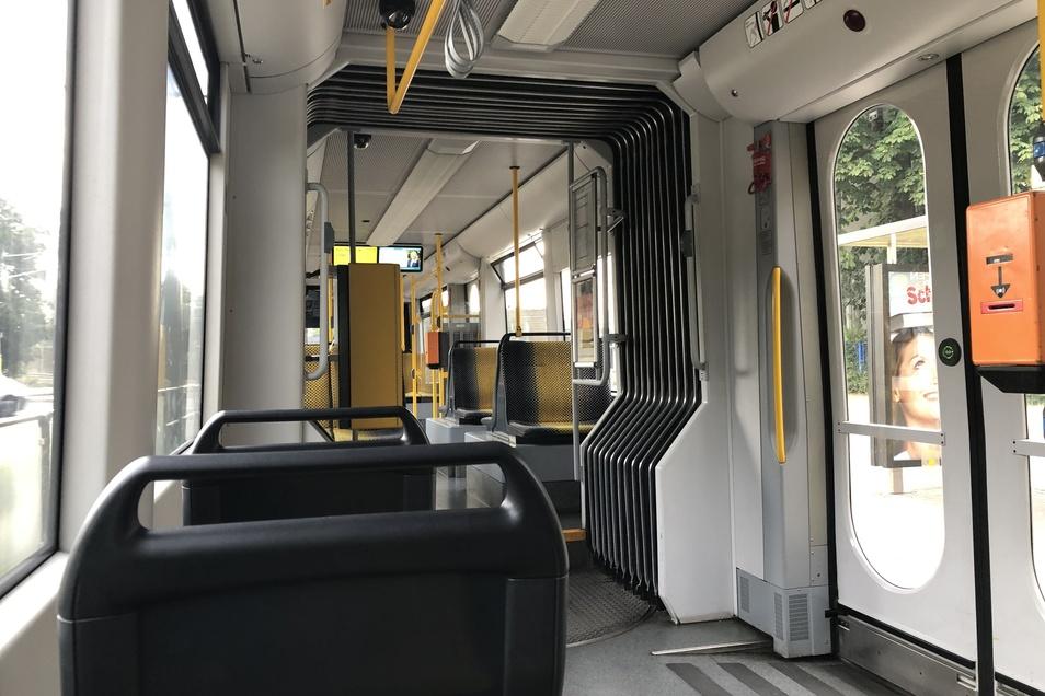 Im Lockdown herrschte in den Bussen und Bahnen gähnende Leere. Viele Verkehrsbetriebe im Freistaat brauchen dringend Geld.
