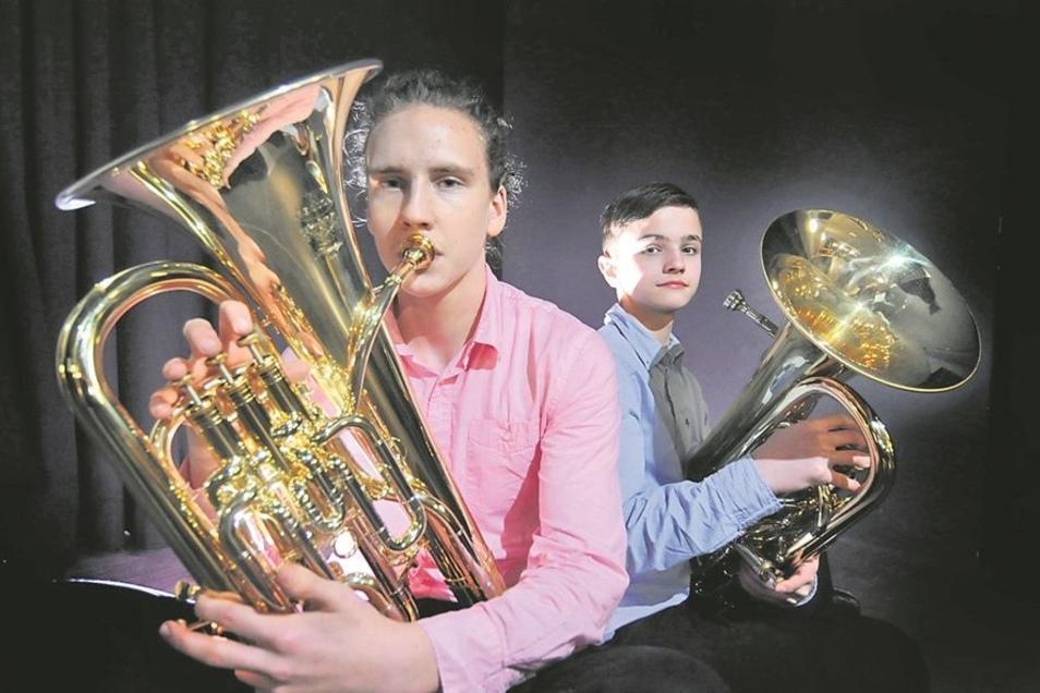 Bendiks Rehm und Eric Meyer waren aus Thum im Erzgebirge angereist. Sie spielen ein seltenes Instrument: Das Euphonium gehört zu der Instrumentenfamilie der Hörner.
