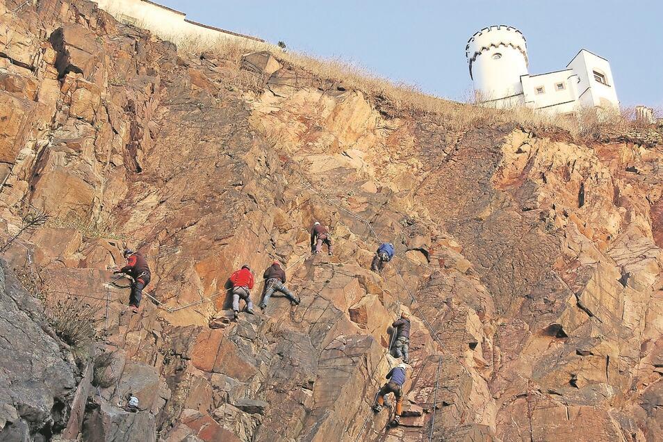 Die 45 Höhenmeter zur Begerburg sind nur mit Sicherung zu bewältigen.