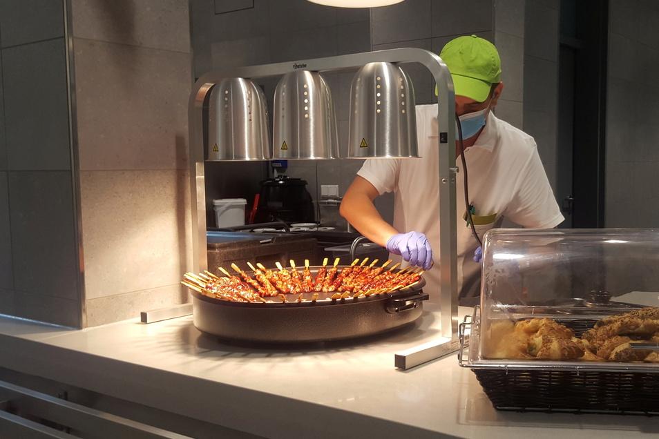 Die Speisen werden in der eigenen Küche zubereitet.