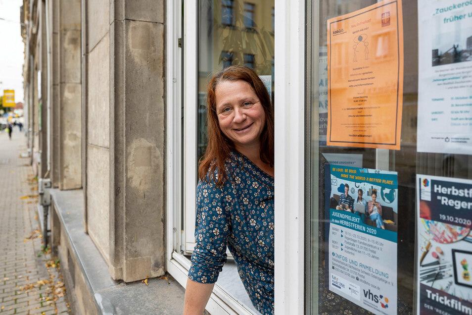 """Grit Bormann vom Koordinationsbüro für soziale Arbeit freut sich über weitere Besucher im Begegnungsprojekt """"Sprich mit mir""""."""