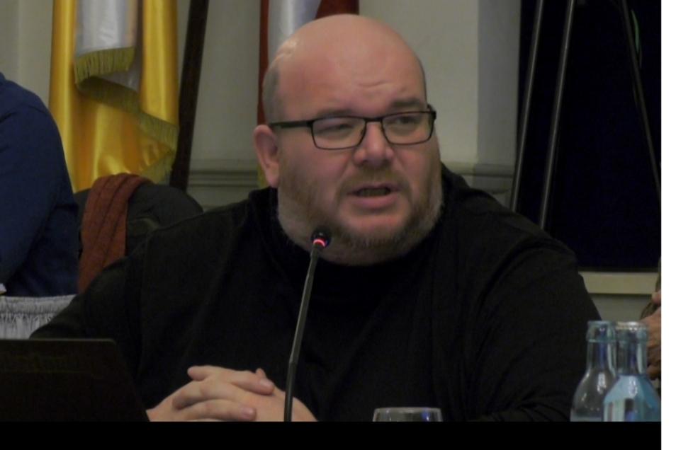 Mirko Schultze (Die Linke) in einer Sitzung des Görlitzer Stadtrats.