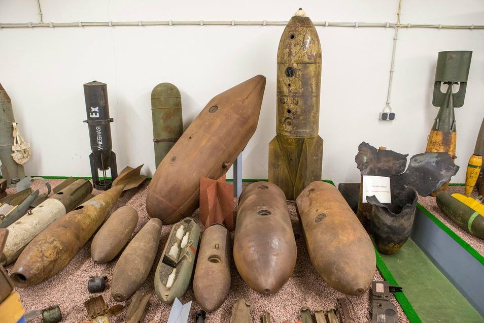 Eine Auswahl von Bomben, die in Bunkern des Kampfmittelbeseitigungsdienstes am Rand der Gohrischheide aufbewahrt wird.