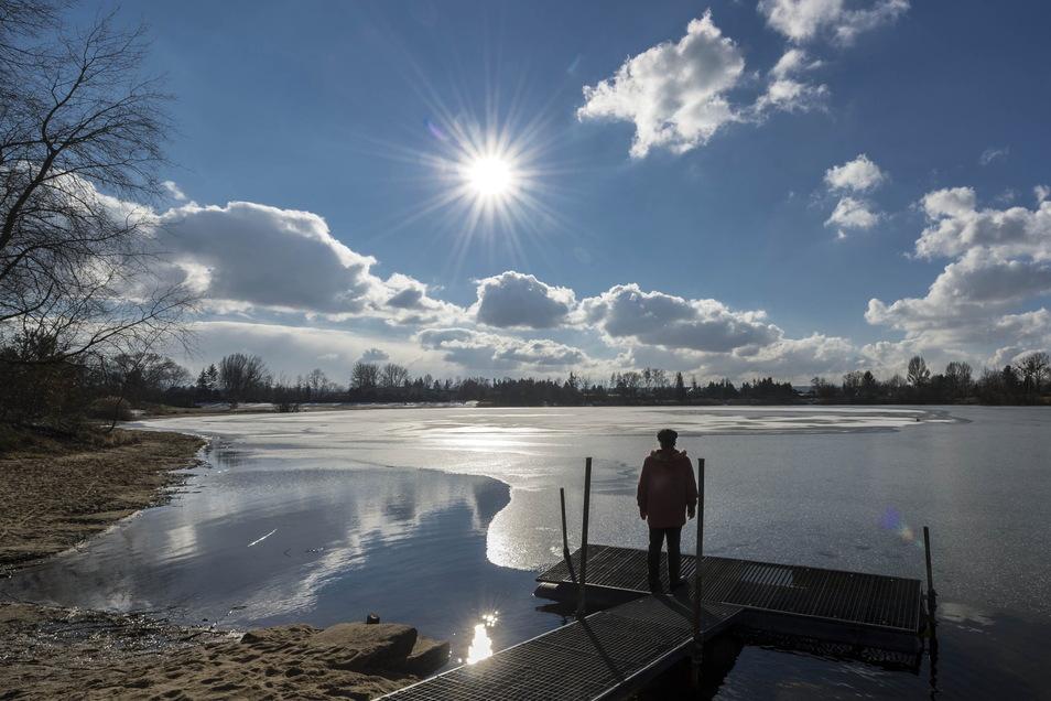 Idyllisch, aber auch tückisch: Am Natursee Pirna-Copitz ist es verboten, die Eisfläche zu betreten.
