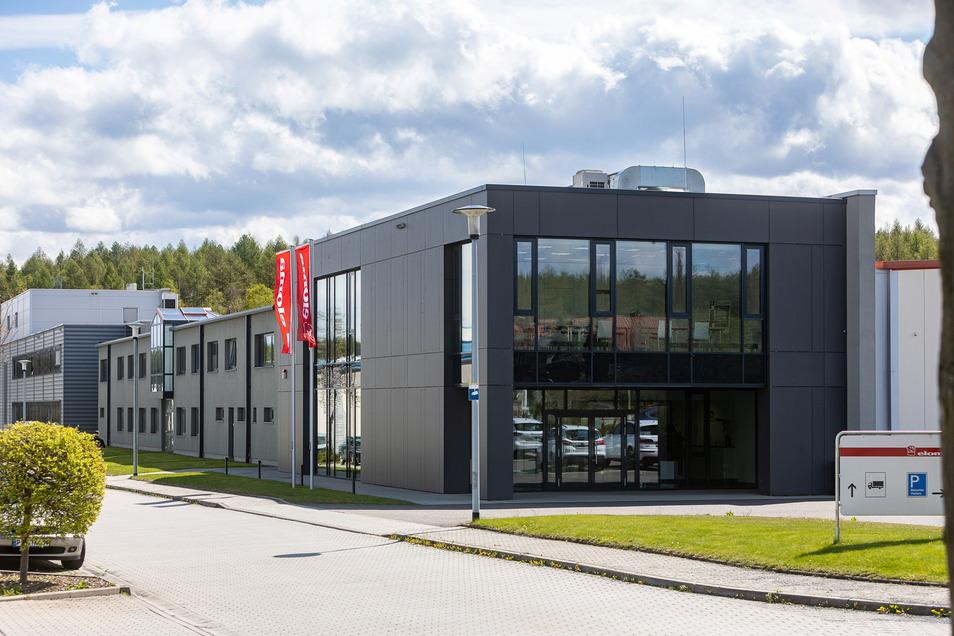 Von außen verrät nichts, was drinnen produziert wird: Eloma ist seit 2000 im Berggießhübler Gewerbegebiet Am Ladenberg ansässig. 2013 war angebaut worden.