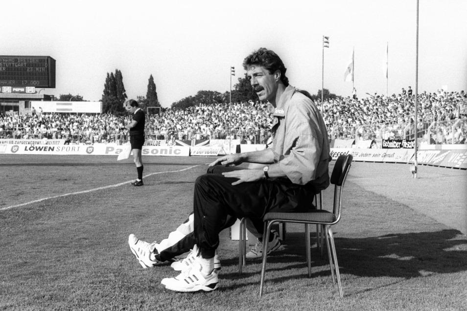 Helmut Schulte saß in Dynamos erster Bundesliga-Saison 1991/92 auf dem Trainerstuhl. Nach einem Jahr hatte er genug erlebt – und trat zurück.