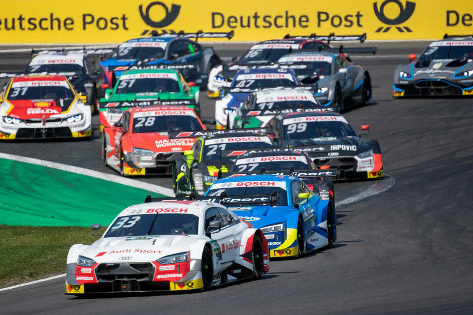 Audi dominiert auch die Rennen am Lausitzring. Am Samstag gewinnt Nico Müller, am Sonntag Titelverteidiger René Rast, der das Feld in dieser Szene anführt.