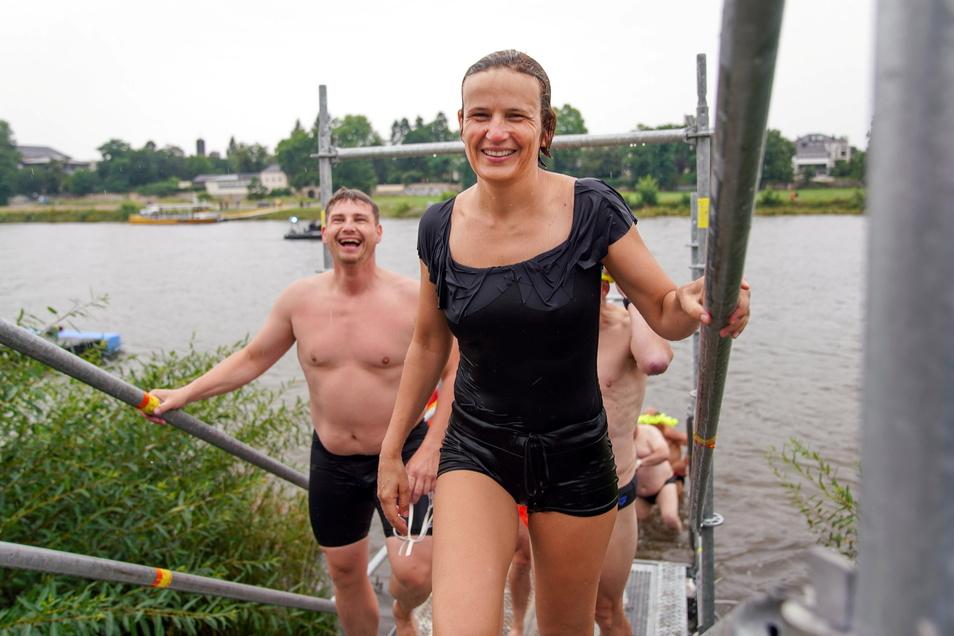 Für die Linke-Bundestagsabgeordnete Katja Kipping ist das Elbeschwimmen inzwischen zur Tradition geworden.
