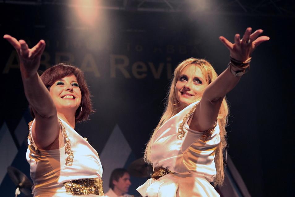 Die Gruppe Abba Review kommt für ein Open Air Konzert nach Neugersdorf. Damit will Veranstalter Rudolf Hauptmann die Konzertbranche wieder ankurbeln.