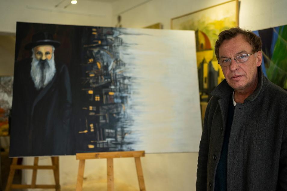 Andreas Neumann-Nochten vor dem Gemälde seines Urgroßvaters Itzchak Horowitz. Neumann-Nochten hat selbst jüdische Wurzeln.