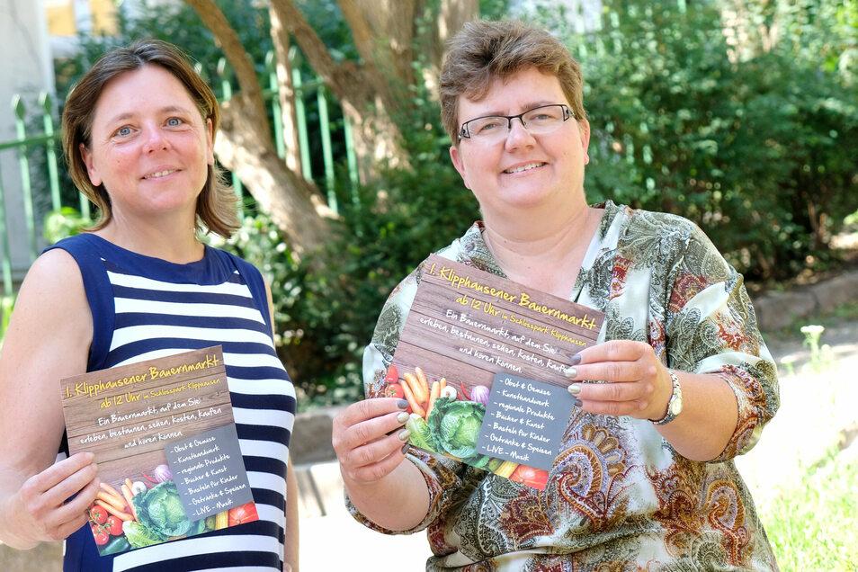 Sie wollen an den Erfolg des 1. Klipphausener Bauernmarktes 2019 anknüpfen. Deshalb werben Antje Arlautzki (l.) und Kerstin Merseburger nun für die 2. Auflage im September. Neue Flyer werden auch noch gedruckt.