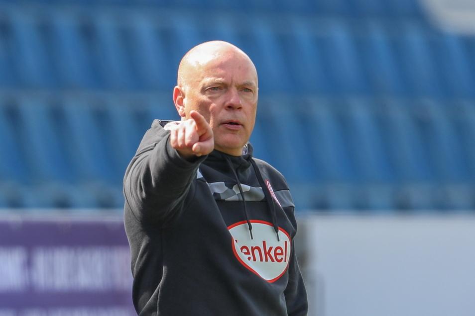 Noch zeigt Uwe Rösler bei Fortuna Düsseldorf, wo es langgeht, aber sein Vertrag wurde bislang nicht verlängert. Das nährt Spekulationen.