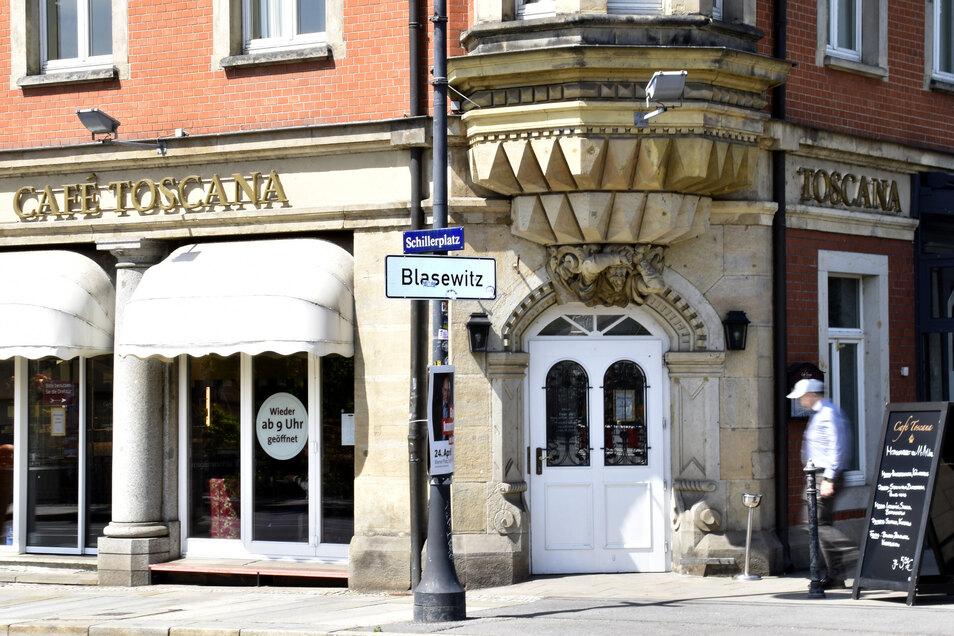 Das Café Toscana am Dresdner Schillerplatz ist weiterhin geöffnet.