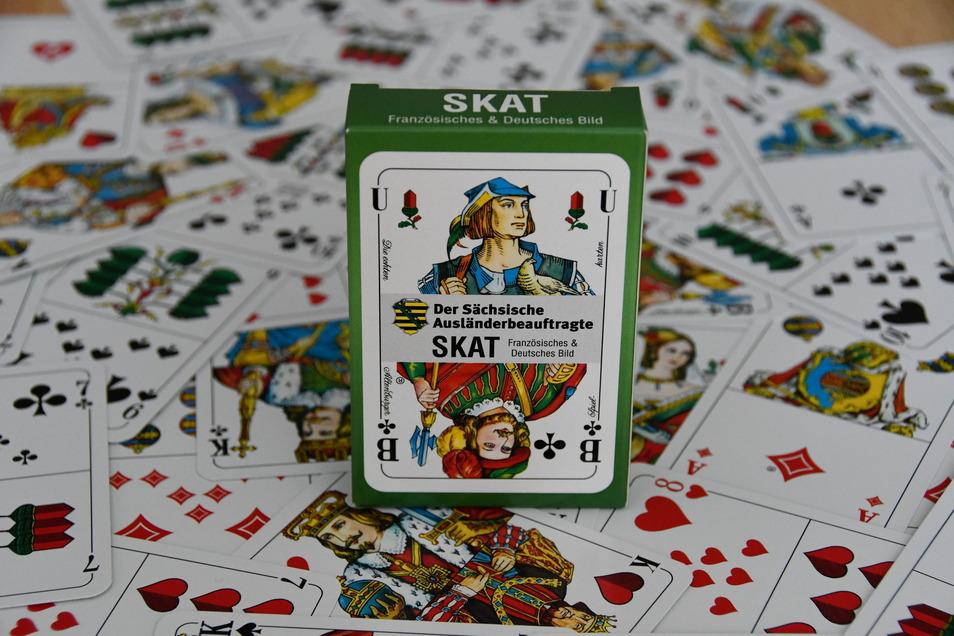 Das Skatspiel hat eine deutsche und eine französische Seite.
