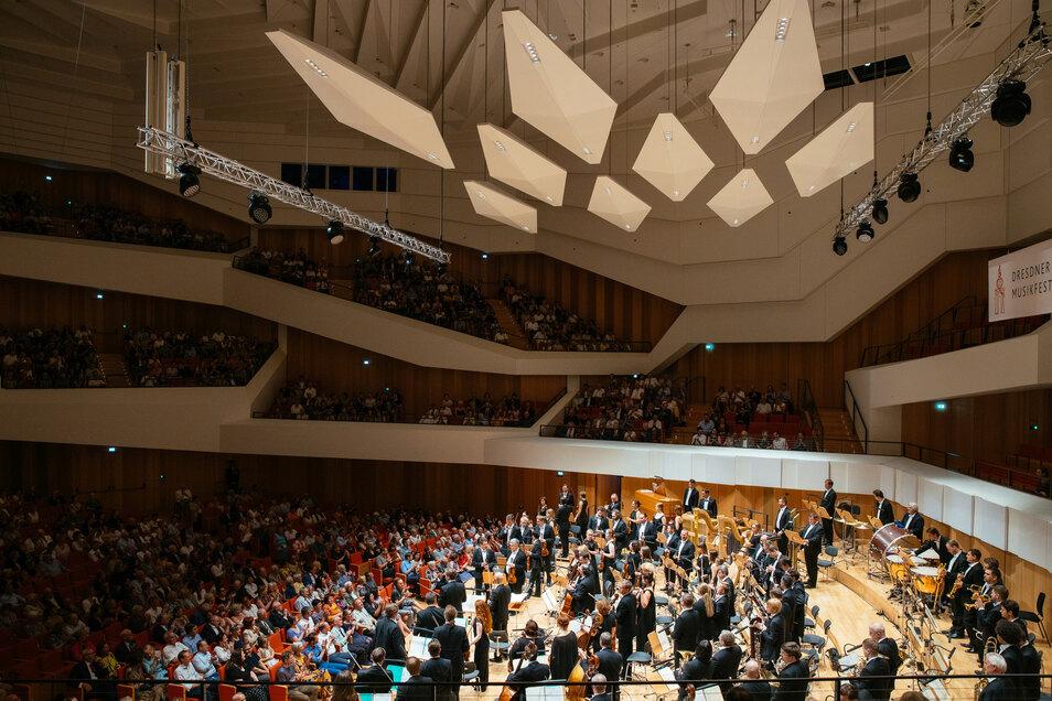 Dirigent Valery Gergiev und sein Orchestra of the Mariinsky Theatre im Konzert bei den Dresdner Musikfestspielem im Kulturpalast im vergangenen Jahr.