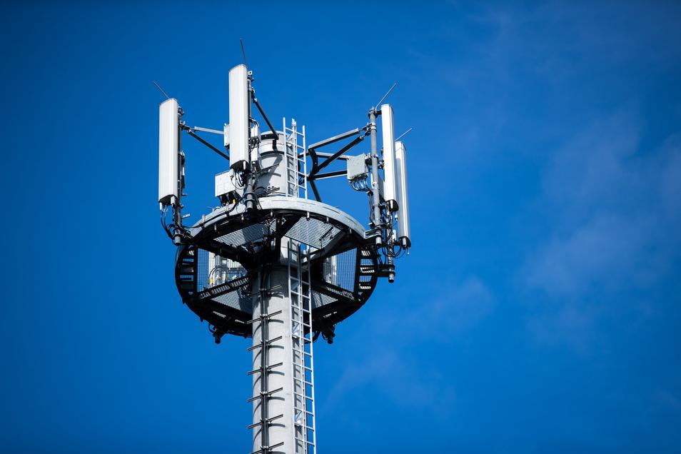 Symbolbild: Der Streit um den Standort eines neuen Mobilfunkmasten im Zschaitzer Ortsteil Lüttewitz geht weiter.