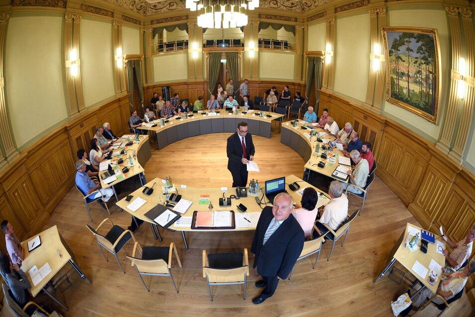 Der Stadtrat Löbau - hier ein Archivbild - entschied über einen AfD-Antrag für einen City-Manager.