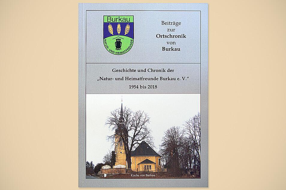 Das Cover der neuen Chronik der Heimat- und Naturfreunde Burkau zeigt die Burkauer Kirche.